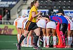 AMSTELVEEN - t scheidsrechter Claire Druijts  voor de hoofdklasse hockeywedstrijd dames,  Amsterdam-Oranje Rood (2-2) .   COPYRIGHT KOEN SUYK