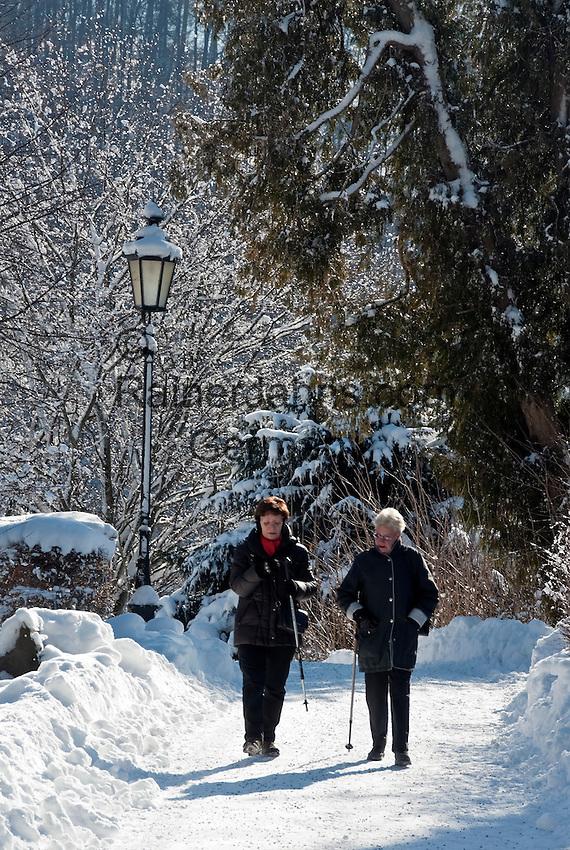 Germany, Bavaria, Upper Bavaria, Tegernseer Valley, Winter at Lake Tegern: winter walk along cleared lakefront promenade