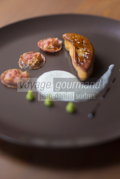 Europe/France/Rhone-Alpes/73/Savoie/Courchevel/Le Praz: Escalope de Foie gras poêlée, sauce au wasaby et ravioles de diots au cèleri -  Recette de  François Moureaux   Restaurant: Azimut,