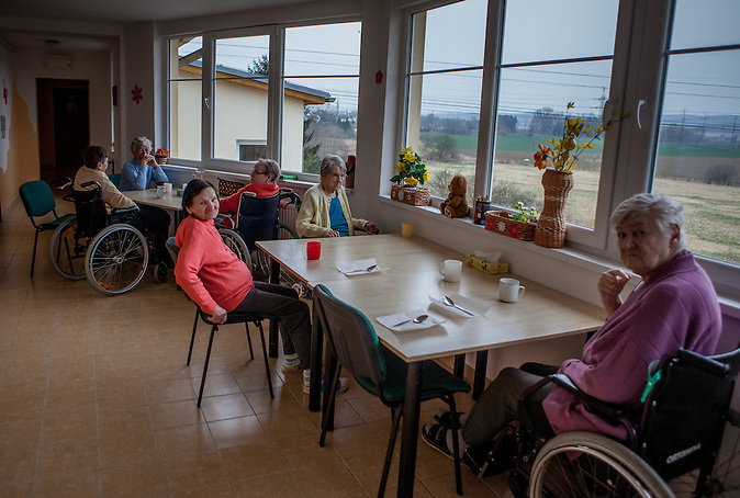 Aufenthaltsraum im Pflegeheim in Pilsen, Tschechische Republik. / German elderly live in Czech care home in Pilsen
