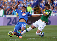 BOGOTA -COLOMBIA. 05-04-2014. Harrison Otalvaro   (Izq) de Millonarios  disputa el balon contra Luis Calderon del Deportivo Cali partido por la  quinceava  fecha de La liga Postobon 1 disputado en el estadio Nemesio Camacho El Campin. /   Harrison Otalvaro  (L)  of Millonarios   fights the ball against Luis Calderon of Deportivo Cali   during the match for the fifteenth round of The Postobon one league match at Nemesio Camacho El Campin  Stadium . Photo: VizzorImage/ Felipe Caicedo / Staff