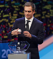 Philipp Lahm greift in den Lostopf 3 und zieht Portugal in die Gruppe F mit Deutschland und Frankreich - 30.11.2019: UEFA EURO2020 Auslosung, Romexpo Bukarest, DISCLAIMER: UEFA regulations prohibit any use of photographs as image sequences and/or quasi-video.