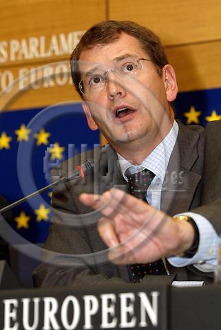 STRASBOURG - FRANCE -21 SEPTEMBER 2002 -- Graham WATSON, MEP and the leader of the EDLR group. -- PHOTO: JUHA ROININEN / EUP-IMAGES
