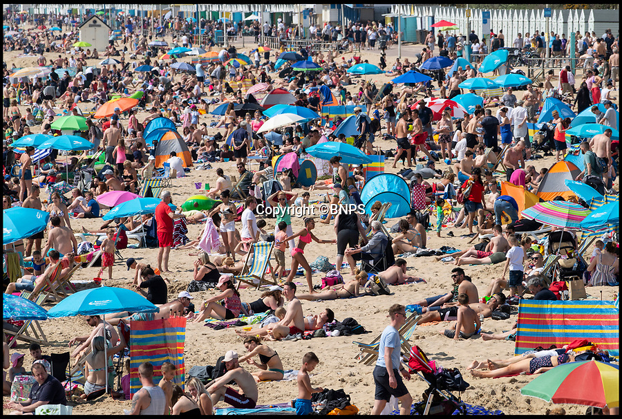 BNPS.co.uk (01202 558833)<br /> Pic: PhilYeomans/BNPS<br /> <br /> Not enough room to roll an Easter egg...<br /> <br /> Bournemouth's beaches were packed with holidaymakers today as Brits flocked to the seaside in the spring heatwave.<br /> <br /> Tourism bosses estimated over 100,000 sun worshippers pored on to the resorts seven miles of beaches.