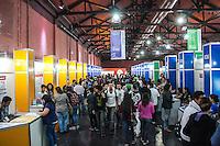 SÃO PAULO, SP, 21.10.2014 -  8ª FEIRA DE TECNOLOGIA DO CENTRO PAULA SOUZA (FETEPS) - Movimentação durante a 8ª Feira de Tecnologia do Centro Paula Souza, na tarde desta terça-feira (21), em São Paulo. Ao todo são 244 projetos desenvolvidos por estudantes das ETECs e FATECs do estado de São Paulo, 15 projetos desenvolvidos por alunos de outros países e mais 5 de outros estados do Brasil. (Foto: Taba Benedicto/ Brazil Photo Press)