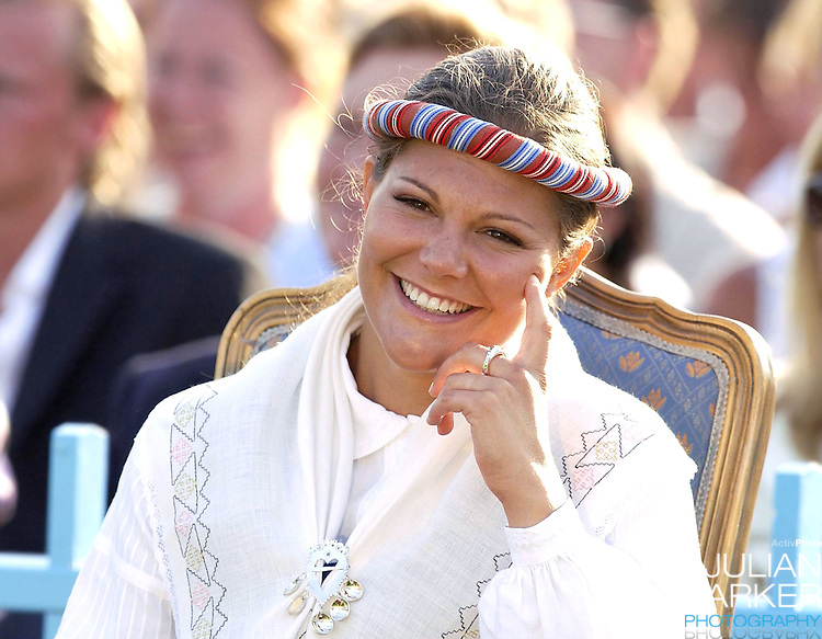 CONCERT IN BERGHOLM TO CELEBRATE CROWN PRINCESS VICTORIA.OF SWEDEN'S 25TH BIRTHDAY.  14/7/02 . PICTURE: UK PRESS  (ref 5105-37).