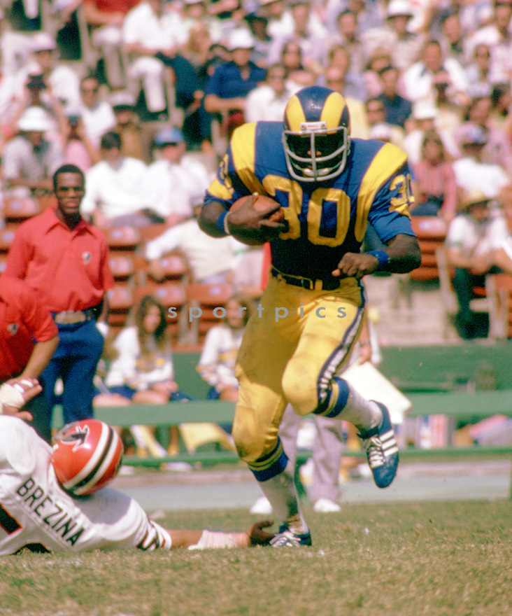 Los Angeles Rams Lawrence McCuthcheon (30) during a game from his 1973 season with the Los Angeles Rams.  Lawrence McCuthcheon played for 10 seasons, with 4 different teams and was a 14-time Pro Bowler.<br /> (SportPics)