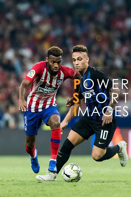 Thomas Lemar (L) of Atletico de Madrid fights for the ball with Lautaro Javier Martinez of FC Internazionale during their International Champions Cup Europe 2018 match between Atletico de Madrid and FC Internazionale at Wanda Metropolitano on 11 August 2018, in Madrid, Spain. Photo by Diego Souto / Power Sport Images