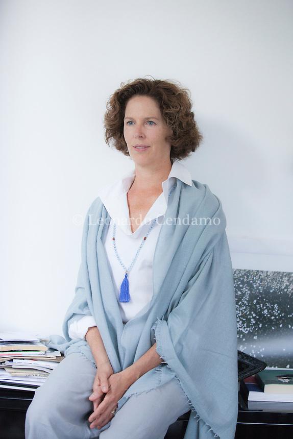 Cristina Gabetti è nata a New York ed è cresciuta a Torino. Nel 1984 si è laureata alla Yale University e qualche anno dopo è diventata giornalista. Ora é anche scrittrice. Como, 22 giugno 2015. © Leonardo Cendamo