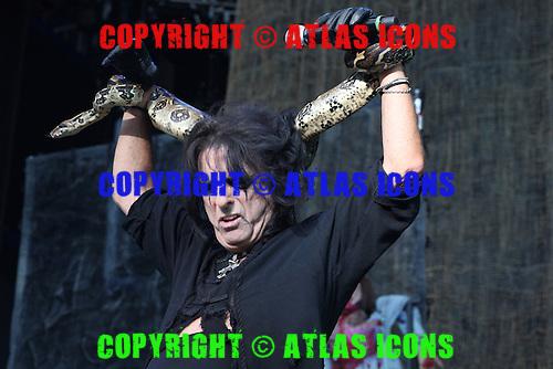 ALICE COOPER, LIVE, 2012, NEIL ZLOZOWER