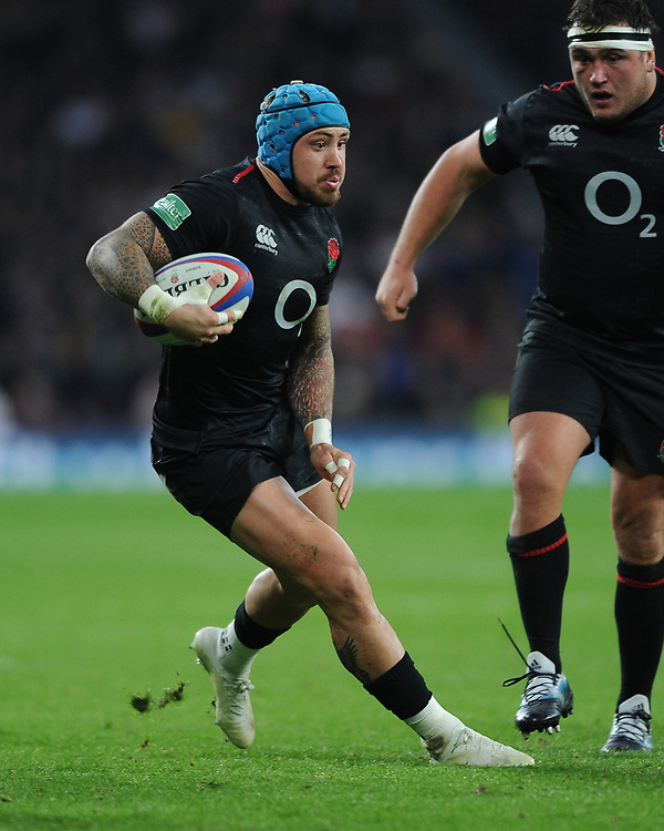 Jack Nowell of England changes direction during the Quilter International match between England and Japan at Twickenham Stadium on Saturday 17th November 2018 (Photo by Rob Munro/Stewart Communications)
