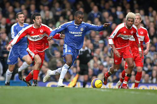 10 February 2007: Chelsea striker Salomon Kalou runs with the ball during the Premiership game between Chelsea and Middlesbrough, played at Stamford Bridge. Chelsea won the match 3-0. Photo: Actionplus....070210 football soccer player