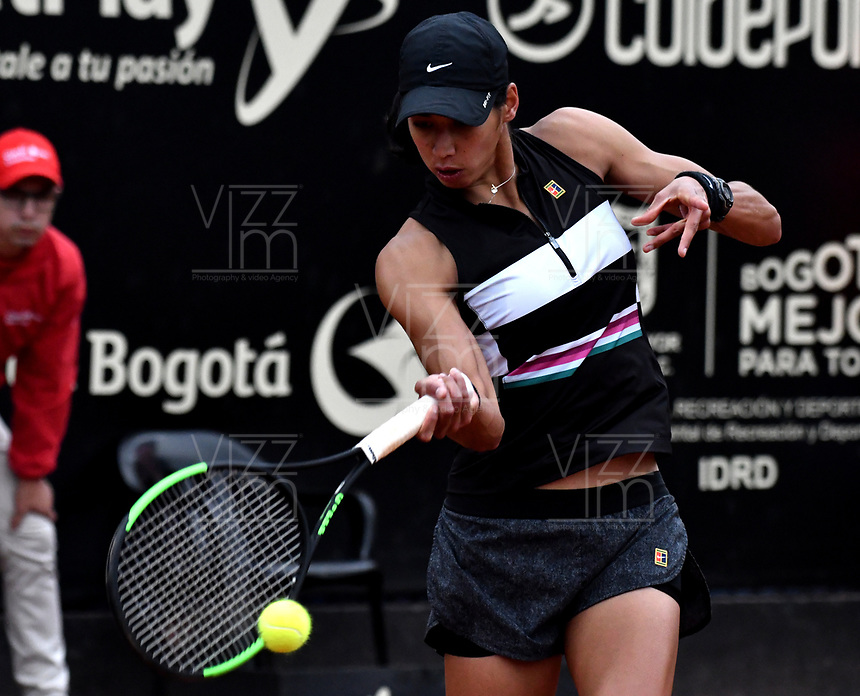 BOGOTÁ-COLOMBIA, 12-04-2019: Astra Sharma de Australia, devuelve la bola a Sara Errani de Italia, durante partido por el Claro Colsanitas WTA, que se realiza en el Carmel Club en la ciudad de Bogotá. / Astra Sharma of Australia, returns the ball against Sara Errani of Italy, during a match for the WTA Claro Colsanitas, which takes place at Carmel Club in Bogota city. / Photo: VizzorImage / Luis Ramírez / Staff.