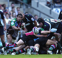 20040904 London Irish v Harlequins. Zurich Premiership..Quins scrum ahlf Steve So'oialo, clears from the back of the scrum..Photo  Peter Spurrier.email images@intersport-images Mob +447973819551.