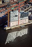 Elbphilharmonie: EUROPA, DEUTSCHLAND, HAMBURG, (EUROPE, GERMANY), 23.02.2014: Elbphilharmonie in Hamburg mit Spiegelung der Fenster in der Elbe