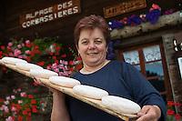 Europe/France/Rhône-Alpes/74/Haute-Savoie/La Clusaz:  Marie-Louise Donzel à l'alpage de Corbassière ou elle  prépare son reblochon-fermier [Non destiné à un usage publicitaire - Not intended for an advertising use]