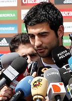 MADRID, ESPANHA, 21 MAIO 2012 - APRESENTACAO SELECAO ESPANHOLA - Jogador Raul Albiol durante chegada nessa terca-feira (21) a cidade de Las Rozas de Futebol, para concentracao da selecao espanhola para os amistosos contra as Seleçoes da Suíça, a Servia e Coreia do Sul.FOTO: ALEX CID-FUENTES - ALFAQUI - BRAZIL PHOTO PRESS .