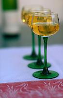 Europe/France/Alsace/68/Haut-Rhin/Colmar: Verre de Vin d'Alsace Gewurztraminer de Beyer à la Wistub Brenner
