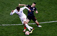 MOSCU - RUSIA, 11-07-2018: Marcelo BROZOVIC (Der) jugador de Croacia disputa el balón con Dele ALLI (Izq) jugador de Inglaterra durante partido de Semifinales por la Copa Mundial de la FIFA Rusia 2018 jugado en el estadio Luzhnikí en Moscú, Rusia. / Marcelo BROZOVIC (R) player of Croatia fights the ball with Dele ALLI (L) player of England during match of Semi-finals for the FIFA World Cup Russia 2018 played at Luzhniki Stadium in Moscow, Russia. Photo: VizzorImage / Julian Medina / Cont