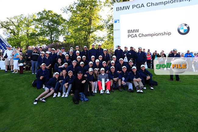 Rory MCILROY (NIR) with the marshals after the final round of the BMW PGA championship, Wentworth Golf Club, Virginia Waters, London.<br /> Picture: Fran Caffrey www.golffile.ie