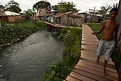 Palafitas e favelas no bairro da Terra Firme.<br /> No bairro da Terra Firme um dos mais pobres com o maior &iacute;ndice de viol&ecirc;ncia do estado.<br /> 01/06/2011.<br /> Bel&eacute;m, Par&aacute;, Brasil.<br /> Foto Paulo Santos