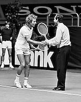1979,Rotterdam, ABN Tennis Toernooi, Vitas Gerulaitis maakt een dolletje met een linesman