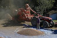 TURKEY, Cumayeri near Duzce, hazelnut processing after harvest at farm, a machine seperate nuts and leaves / TUERKEI, Cumayeri, Bauern bei Haselnussreinigung und Sortierung nach der Ernte, mit einer Maschine werden Blaetter Stiele und Haselnuss getrennt, bevor sie an Haendler verkauft werden, Haselnuesse sind ein wichtiger Rohstoff fuer Schokocreme wie Nutella oder die Schokoladenindustrie