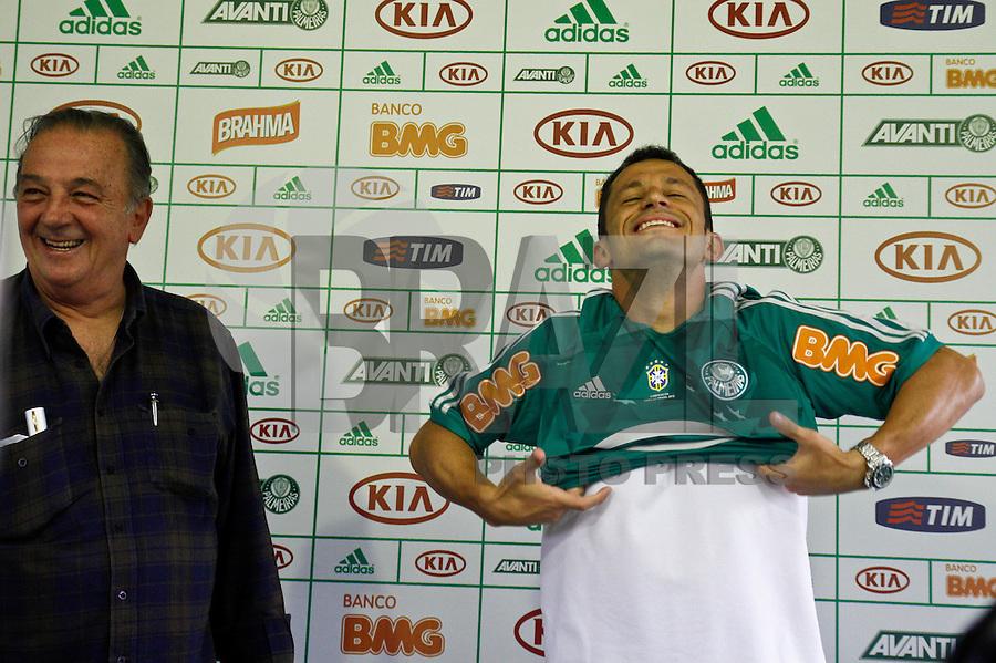 SÃO PAULO,SP,16 AGOSTO 2012 - APRESENTAÇÃO JOGADOR CORREIA PALMEIRAS <br />  O jogador Correa durante  apresentação  no CT da Barra Funda zona oeste de Sao Paulo, na tarde desta quinta-feira.FOTO ALE VIANNA - BRAZIL FOTO PRESS