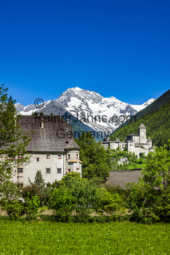 Italy, South Tyrol (Trentino - Alto Adige), Campo Tures at Valli di Tures e Aurina with Taufers Castle (Castello di Tures) and Zillertal Alps   Italien, Suedtirol (Trentino - Alto Adige), Sand in Taufers im Tauferer Ahrntal mit Burg Taufers vor dem Hauptkamm der Zillertaler Alpen