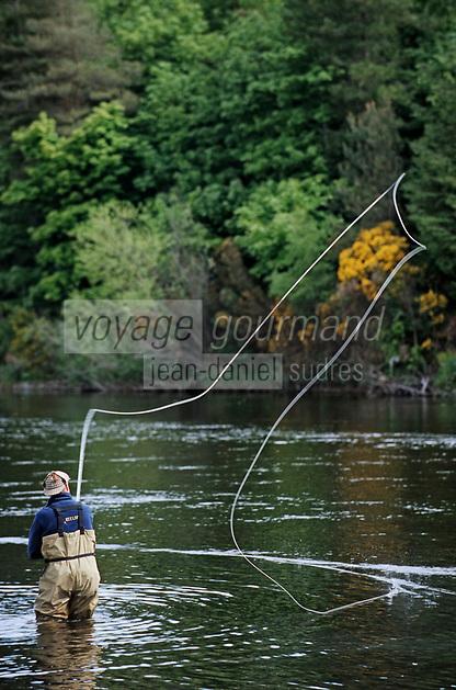 """Europe/Royaume-Uni/Ecosse/Moray/Spayside/ sur la Spay River: Mr Ian Gordon """"gilly"""" guide de pèche - pèche au saumon à la mouche"""