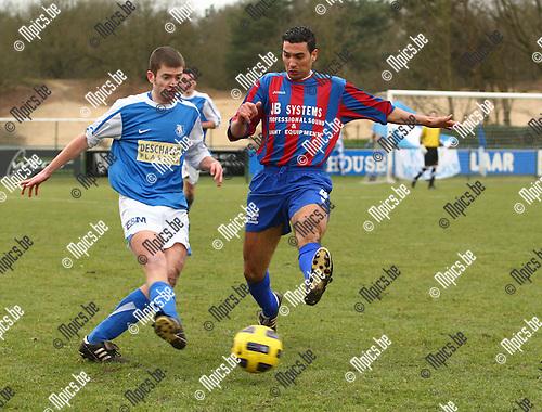 2010-02-13 / voetbal /  KV Vosselaar - SK Rapid Leest / Wim Wilrycx (l. Vosselaar) in duel met Nordin Achbari.
