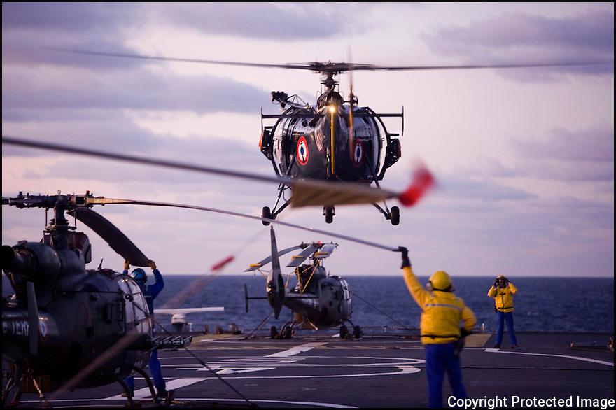 Décembre 2008/ Mer Rouge/ Manoeuvres aviations., appontage d'une Alouette 3.