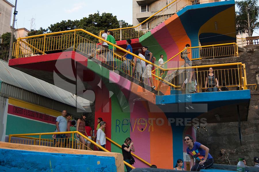 BELO HORIZONTE-MG-15.09.2013-Primeira virada cultural de Belo Horizonte-pintura das escadarias de acesso ao metrô- domingo,15-(Foto: Sergio Falci / Brazil Photo Press)