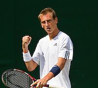 23-06-10, Tennis, England, Wimbledon, Thiemo de Bakker bald zijn vuist en pept zich op in de beslssende 5e set