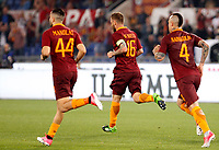 Calcio, Serie A: Roma vs Juventus. Roma, stadio Olimpico, 14 maggio 2017. <br /> Roma&rsquo;s Daniele De Rossi, center, celebrates with his teammates Kostas Manolas, left, and Radja Nainggolan after scoring during the Italian Serie A football match between Roma and Juventus at Rome's Olympic stadium, 14 May 2017. Roma won 3-1.<br /> UPDATE IMAGES PRESS/Riccardo De Luca