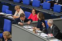 """30. Sitzung des Deutschen Bundestag am Freitag den 27. April 2018.<br /> Auf Antrag der rechtsnationalistischen """"Alternative fuer Deutschland"""", AfD, musste das Parlament ueber den Entwurf eines Gesetzes zur Aenderung Paragraph 130 des Strafgesetzbuchs (Volksverhetzung) diskutieren. Abgeordnete aller Fraktionen, ausser der Rechtsnationalisten, wiesen dies als Schritt zur Abschaffung des Paragraphen zurueck. <br /> Im Bild: Der parlamentarische Geschaeftsfuehrer der AfD, Bernd Baumann, beschwert sich bei Bundestagspraesident Wolfgang Schaeuble ueber eine Formulierung, in der seiner Partei vorgeworfen wurde, sie wuerde hetzen.<br /> 27.4.2018, Berlin<br /> Copyright: Christian-Ditsch.de<br /> [Inhaltsveraendernde Manipulation des Fotos nur nach ausdruecklicher Genehmigung des Fotografen. Vereinbarungen ueber Abtretung von Persoenlichkeitsrechten/Model Release der abgebildeten Person/Personen liegen nicht vor. NO MODEL RELEASE! Nur fuer Redaktionelle Zwecke. Don't publish without copyright Christian-Ditsch.de, Veroeffentlichung nur mit Fotografennennung, sowie gegen Honorar, MwSt. und Beleg. Konto: I N G - D i B a, IBAN DE58500105175400192269, BIC INGDDEFFXXX, Kontakt: post@christian-ditsch.de<br /> Bei der Bearbeitung der Dateiinformationen darf die Urheberkennzeichnung in den EXIF- und  IPTC-Daten nicht entfernt werden, diese sind in digitalen Medien nach §95c UrhG rechtlich geschuetzt. Der Urhebervermerk wird gemaess §13 UrhG verlangt.]"""