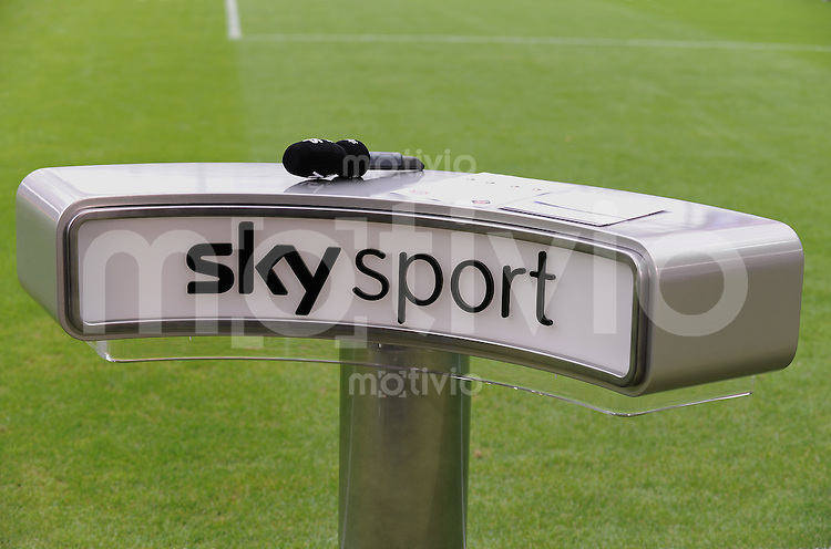 Fussball DFB Pokal 1. Runde   Saison   2009/2010   02.08.2009 Spvgg Neckarelz - FC Bayern Muenchen Pult des Pay TV Sender,  Sky Sport