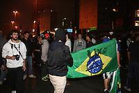 SAO PAULO, SP, 11 de junho 2013- Manifestantes ligados ao Movimento Passe Livre realizam protesto contra o aumento da tarifa de ônibus para R$3,20 na Avenida Paulista, região central de São Paulo, no final da tarde desta terça-feira (11) FOTO: MAURICIO CAMARGO / BRAZIL PHOTO PRESS).