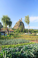 France, Haute-Loire, Le Puy-en-Velay, Aiguilhe, les jardins ouvriers du quartier de Bonneville, le mont Aiguilhe et la chapelle Saint-Michel d'Aiguilhe // France, Haute-Loire, Le Puy-en-Velay, Aiguilhe, allotments in the district of Bonneville, Mount Aiguilhe and the chapel of St. Michel Aiguilhe