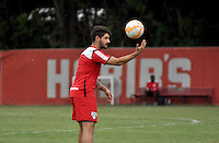 SÃO PAULO, SP, 05.05.2015 - TREINO - SÃO PAULO FC - Alexandre Pato do São Paulo durante treino da equipe no Centro de Treinamento da Barra Funda região oeste de São Paulo, nesta terça-feira, 05. (Foto: Bruno Ulivieri / Brazil Photo Press).