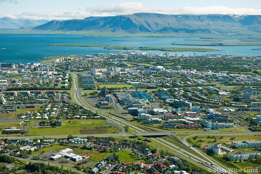 Gatnamot Kringlumýrarbraut og Bústaðavegur séð til norðurs. Kringlan. Veðurstofa Íslands t.v. Reykjavík. / Junction Kringlumyrarbraut (north) with Bustadavegur from west to east. Mount Esja in far background. Reykjavik