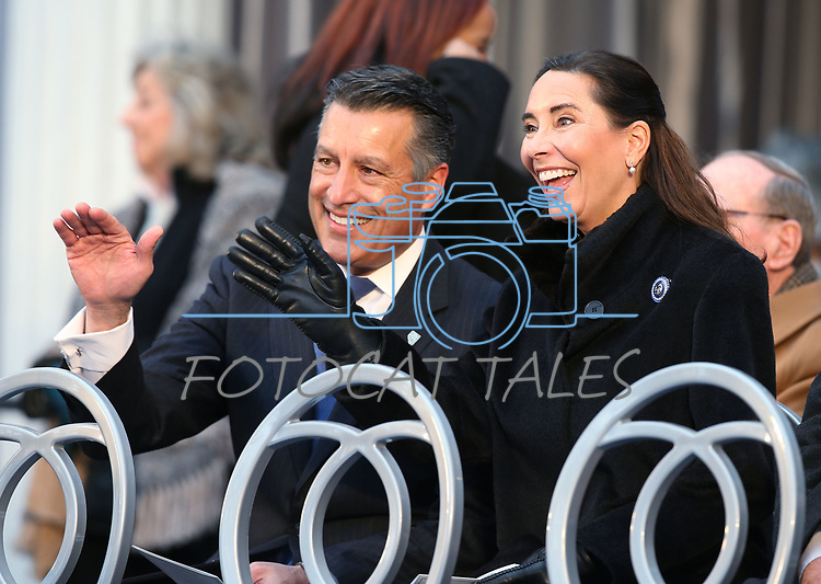 Former Gov. Brian Sandoval and his wife Lauralyn wave to members of the crowd before the inauguration at the Capitol, in Carson City, Nev., on Monday, Jan. 7, 2019. (Cathleen Allison/Las Vegas Review-Journal)