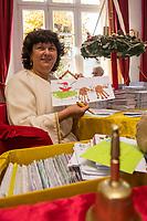 Ankunft des Weihnachtsmann in Himmelpfort.<br /> Weihnachtsengel bearbeiten die ersten Wunschzettel von Kindern als der ganzen Welt, ueber 11.000 Briefe sind bereits eingetroffen.<br /> 14.11.2018, Himmelpfort<br /> Copyright: Christian-Ditsch.de<br /> [Inhaltsveraendernde Manipulation des Fotos nur nach ausdruecklicher Genehmigung des Fotografen. Vereinbarungen ueber Abtretung von Persoenlichkeitsrechten/Model Release der abgebildeten Person/Personen liegen nicht vor. NO MODEL RELEASE! Nur fuer Redaktionelle Zwecke. Don't publish without copyright Christian-Ditsch.de, Veroeffentlichung nur mit Fotografennennung, sowie gegen Honorar, MwSt. und Beleg. Konto: I N G - D i B a, IBAN DE58500105175400192269, BIC INGDDEFFXXX, Kontakt: post@christian-ditsch.de<br /> Bei der Bearbeitung der Dateiinformationen darf die Urheberkennzeichnung in den EXIF- und  IPTC-Daten nicht entfernt werden, diese sind in digitalen Medien nach &sect;95c UrhG rechtlich geschuetzt. Der Urhebervermerk wird gemaess &sect;13 UrhG verlangt.]