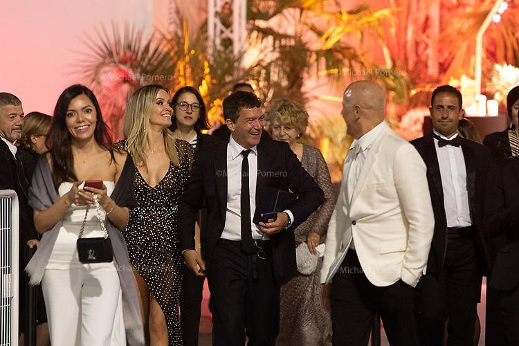 25 Mai 2019 Cannes<br /> <br /> Antonio Banderas prix d'interprétation masculine 2019 et Nicole Kimpel à l'Agora .<br /> <br /> Antonio Banderas Award for Best Actor 2019 and Nicole Kimpel at the Agora.