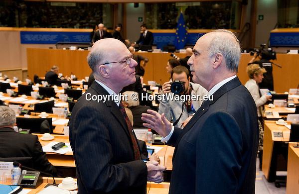 Bruessel - Belgien, 20. Januar 2014; <br /> MdB Prof. Dr. Norbert LAMMERT (li), Praesident des Deutschen Bundestages, nimmt im Rahmen einer Bundestagsdelegation teil an der Interparlamentarischen Konferenz zur wirtschaftlichen Steuerung der EU (siehe Artikel 13 des EU-Fiskalvertrags); hier, vor Sitzungsbeginn im kleinen Plenarsaal des Europaeischen Parlaments, mit Vangelis MEIMARAKIS (re), Parlamentspraaesident der Vouli (griechisches Parlament); <br /> Photo: &copy; Horst Wagner / DBT; <br /> Tel.: +49 179 5903216; <br /> horst.wagner@skynet.be