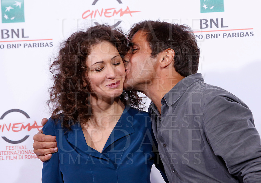 L'attore Adriano Giannini bacia l'attrice russa Ksenia Rappoport durante un photocall per la presentazione del film 'La foresta di ghiaccio' al Festival Internazionale del Film di Roma, 23 ottobre 2014.<br /> Italian actor Adriano Giannini kisses russian actress Ksenia Rappoport, left, during a photocall to present the movie 'La foresta di ghiaccio' at the international Rome Film Festival at Rome's Auditorium, 23 October 2014.<br /> UPDATE IMAGES PRESS/Riccardo De Luca