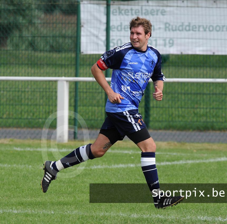 KSV Bredene : Wesley Deschacht.foto VDB / BART VANDENBROUCKE