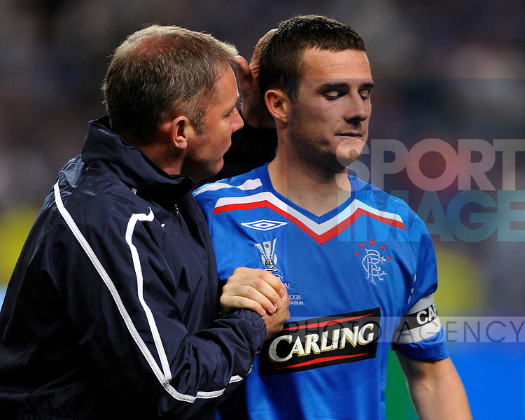 Assistant Coach Aly McCoist consoles Barry Ferguson at the end of the match during the Europa League Final match at The Etihad Stadium, Manchester. Picture date 14th May 2008. Picture credit should read: Simon Bellis/Sportimage