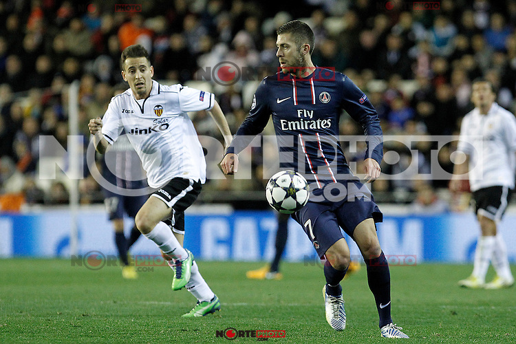Valencia CF's Jonathan Viera (l) and Paris Saint-Germain's Jeremy Menez during Champions League 2012/2013 match.February 12,2013. (ALTERPHOTOS/Acero)