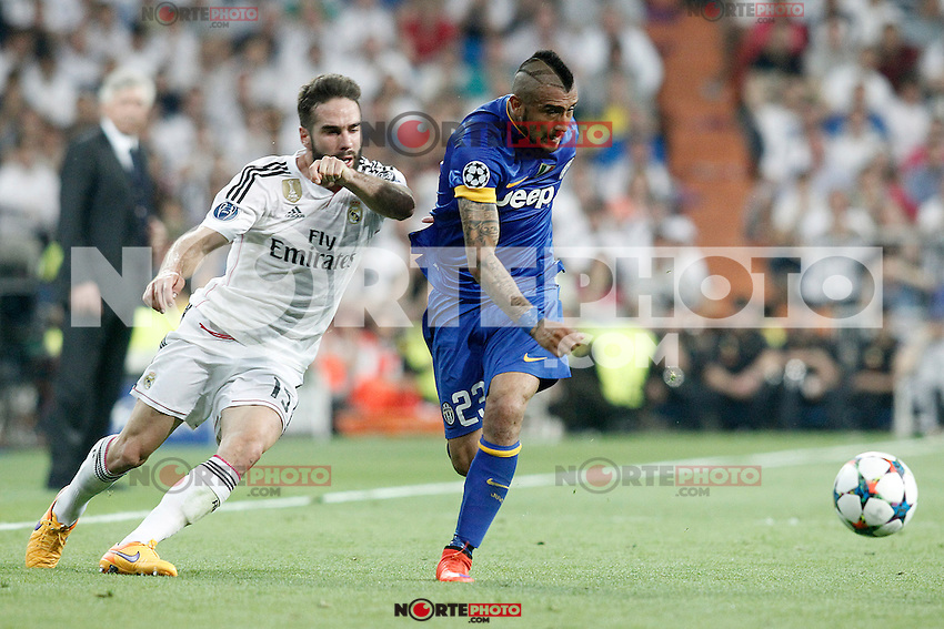 Real Madrid's Daniel Carvajal (l) and Juventus' Arturo Vidal during Champions League 2014/2015 Semi-finals 2nd leg match.May 13,2015. (ALTERPHOTOS/Acero) /NortePhoto.COM